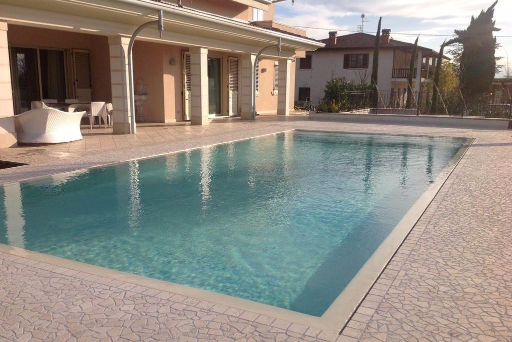 Manutenzione e assistenza piscine brescia