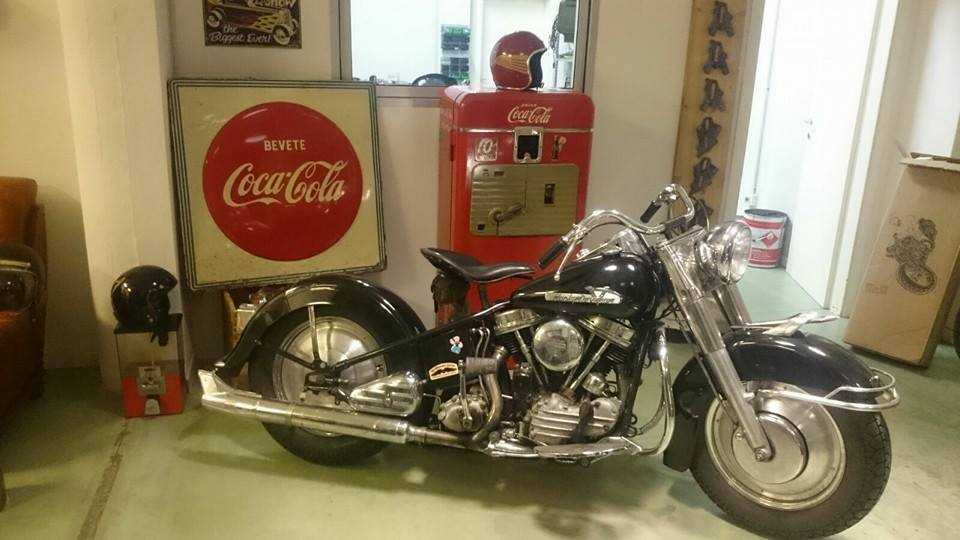 Old milwaukee garage american motorcycles for sale - American motorbike garage ...