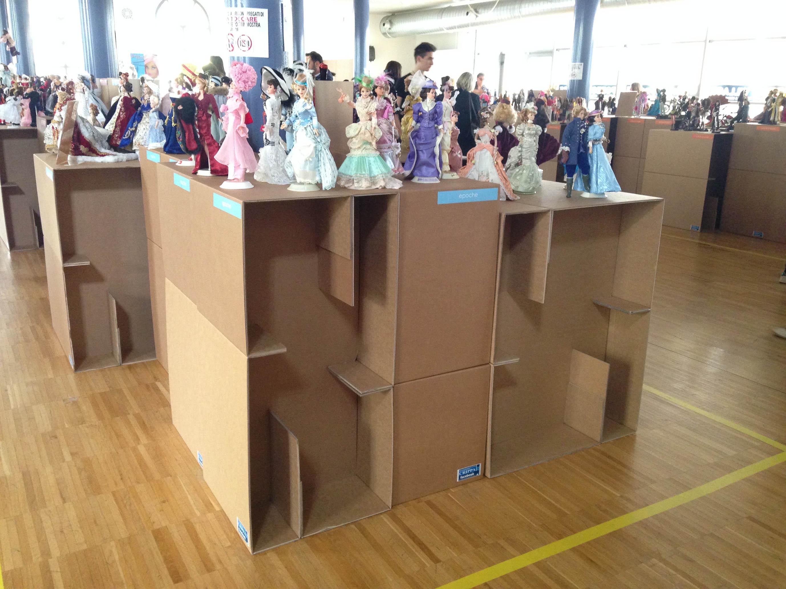 installazione cartone per mostra barbie